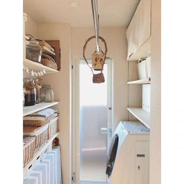 洗濯室を兼ねた機能的なパントリー