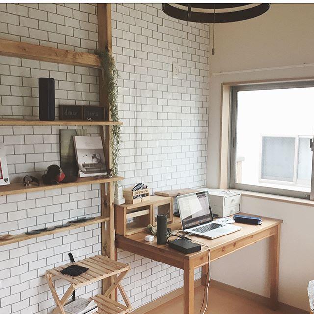机と本棚を横並びにした2畳書斎レイアウト