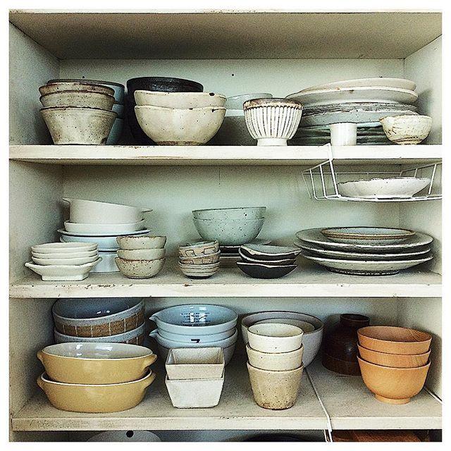 お皿の高低差を利用した収納方法
