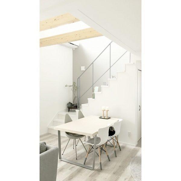 階段×テーブルのホワイトコーディネート