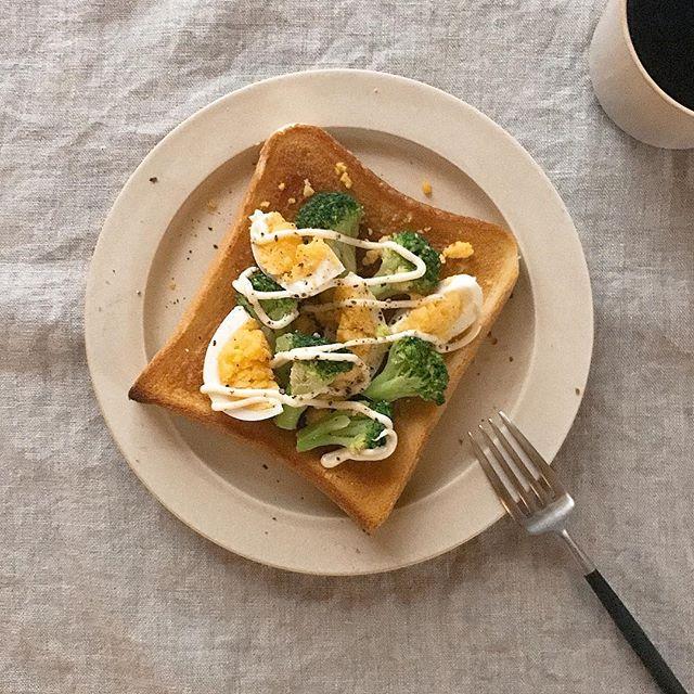 ブロッコリーで彩るゆで卵のおかずトースト