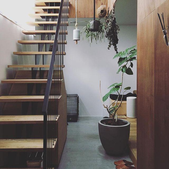 土間からの階段がおしゃれな和モダン玄関