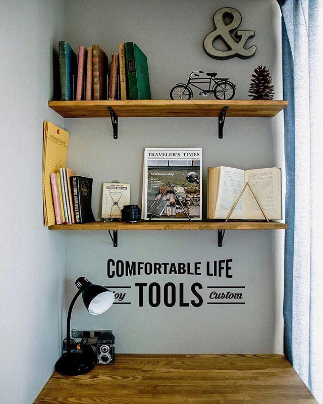 本を壁面に収納するアイデア