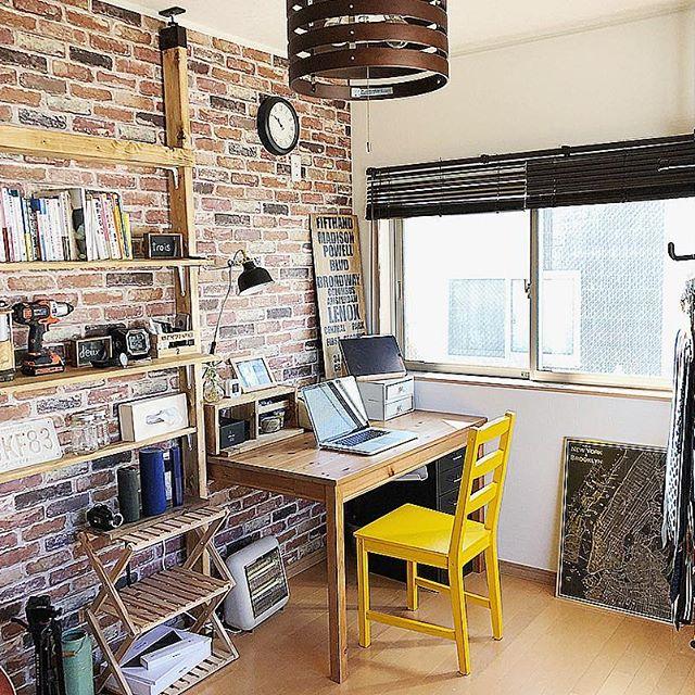 スリムな家具を揃えた3畳の書斎