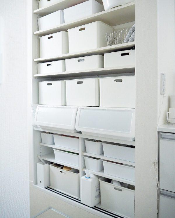 白い収納ボックスですっきり整った印象に