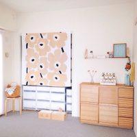 本棚にカーテンを取り付けるアイデア実例!目隠しや日よけに最適なお手軽DIY!
