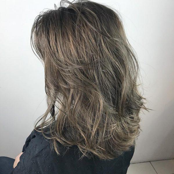 外国人風のアッシュブラウンの髪色