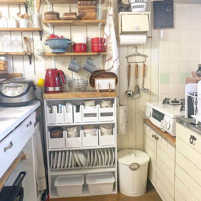 カントリー風なカラーボックスの食器棚