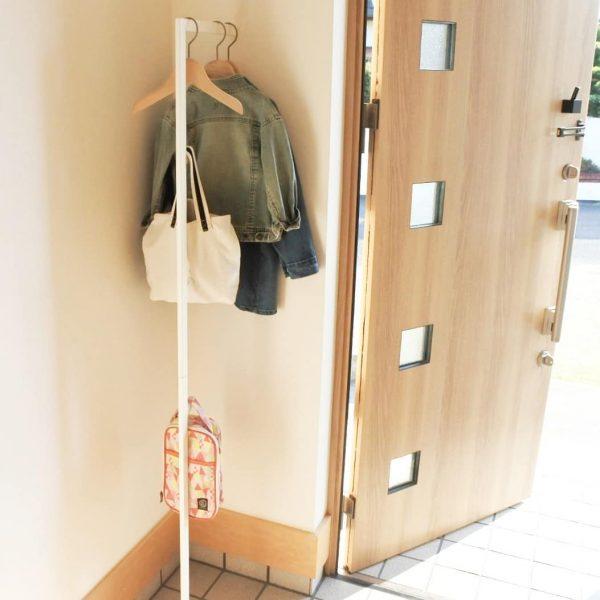 コートハンガーを玄関の壁に設置