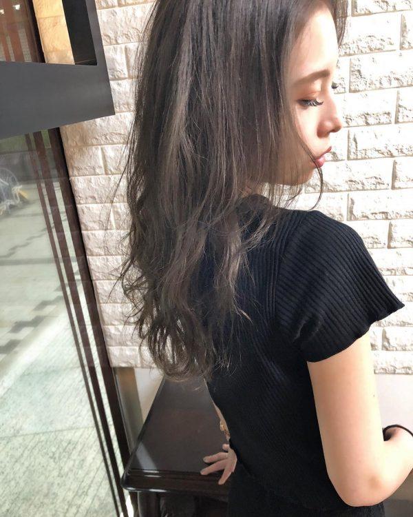 髪に表情が出る春の暗めヘアカラー