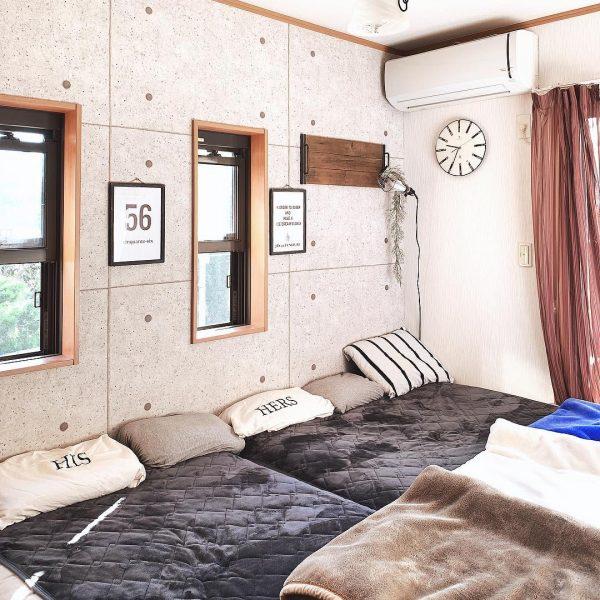 家族の寝室のシンプルな壁掛け時計