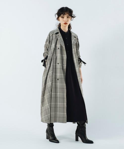 グレンチェックコートを羽織った秋の装い