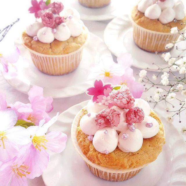 クリームがふんわり♪桜デコレーションカップケーキ
