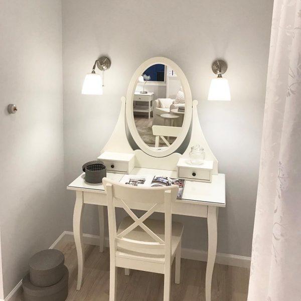化粧スペースを作る可愛い部屋