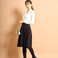 黒フレアスカートのコーデ【2021】大人っぽい着こなし方を丈別・季節別に♪