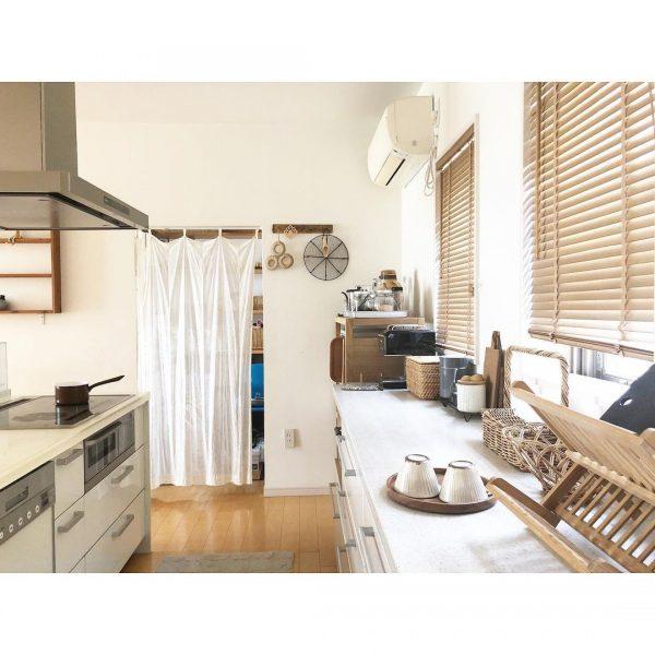 窓から入る光が明るく過ごしやすいキッチン