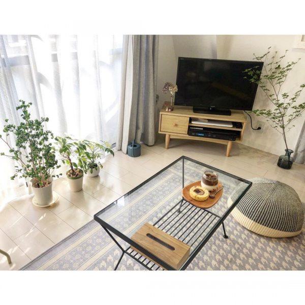 低めの家具ですっきり見せる一人暮らしの部屋