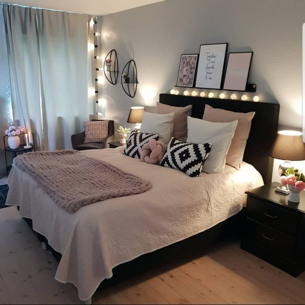 「グレー×ピンク」にブラックが素敵なお部屋