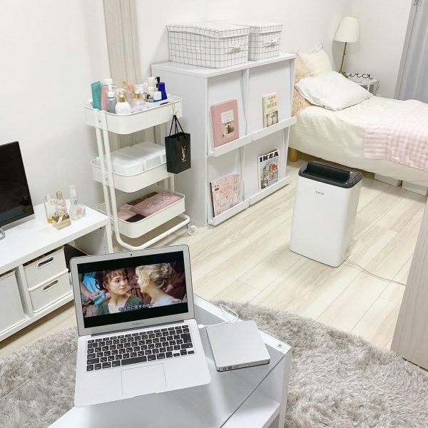 ピンクをアクセントにした一人暮らしの部屋