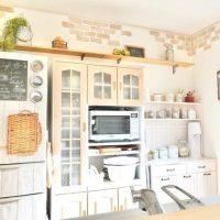 食器棚上のデッドスペースを有効活用しよう。手軽にできる収納アイデアをご紹介