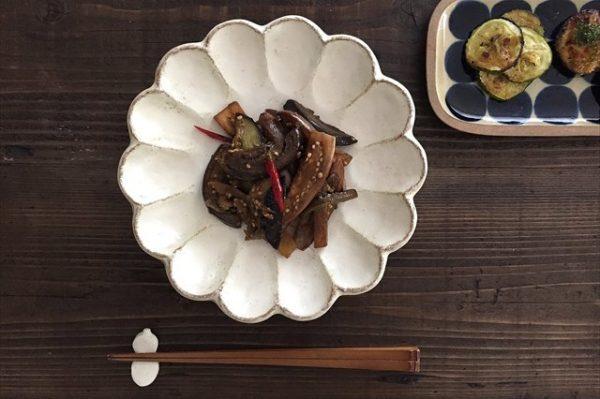 美濃焼の菊花7寸皿