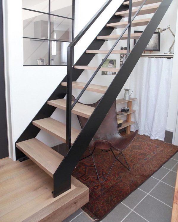 階段下のスペースに