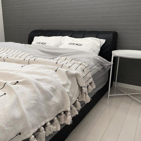 モノトーン風にする寝室レイアウト