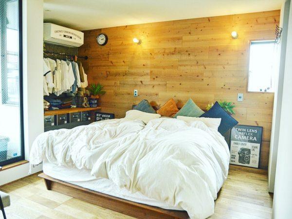 ブルックリンスタイル寝室の壁掛け時計