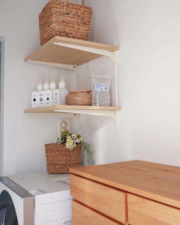 可動式棚で便利な洗濯機上の収納