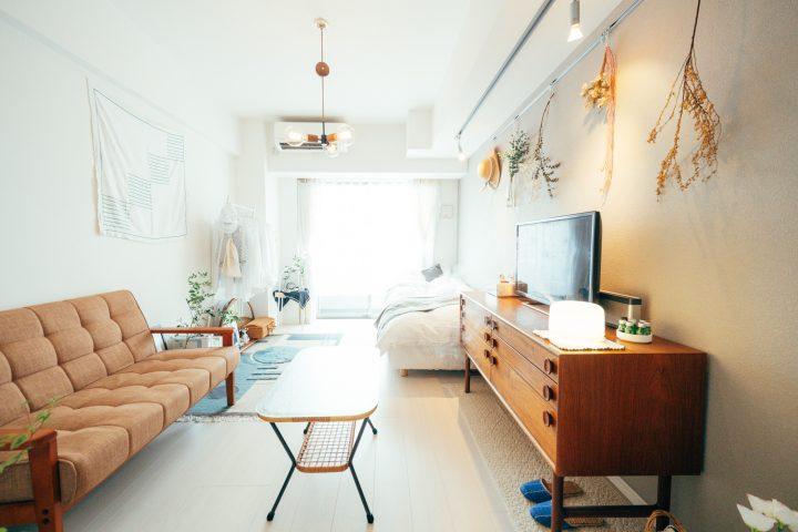 おしゃれな狭いマンションの木製インテリア