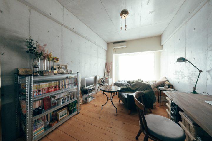 無垢とコンクリートのデザイナーズ賃貸を住みこなす。一人暮らしのインテリア