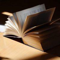読書の幅が広がる大人の「文芸誌」入門。おすすめ雑誌の特徴を分かりやすく解説