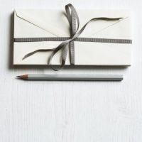 誕生日に相手が感動する手紙の書き方例文集。喜ばれるお祝いの言葉を贈ろう。
