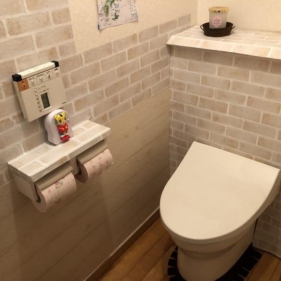突っ張り棒を活用したトイレ収納10