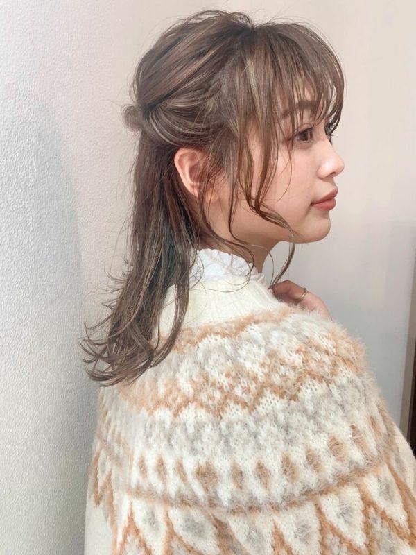 ミディアムのアップヘアアレンジ11