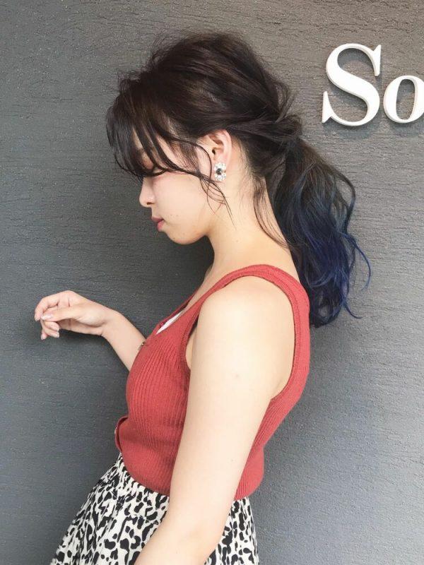 おくれ毛で魅せる色っぽアップスタイル