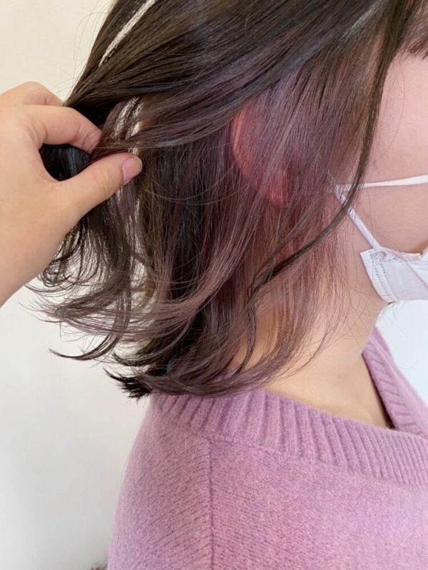 外ハネボブの毛先に紫のインナーカラー