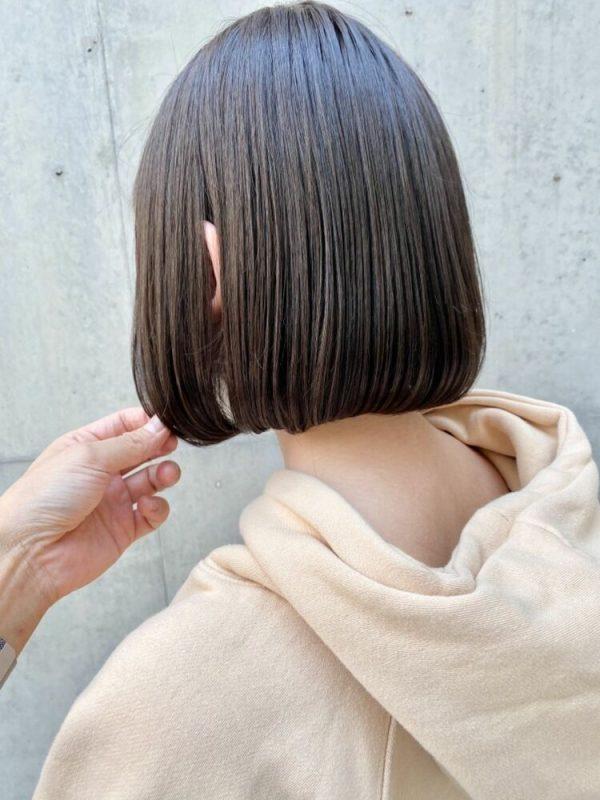 シンプルな黒髪タンバルモリヘアスタイル