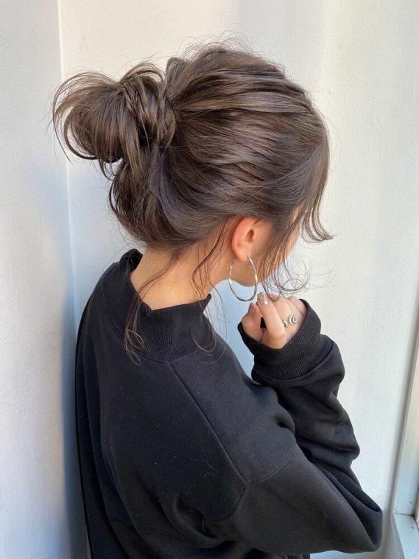 ミディアムのアップヘアアレンジ9