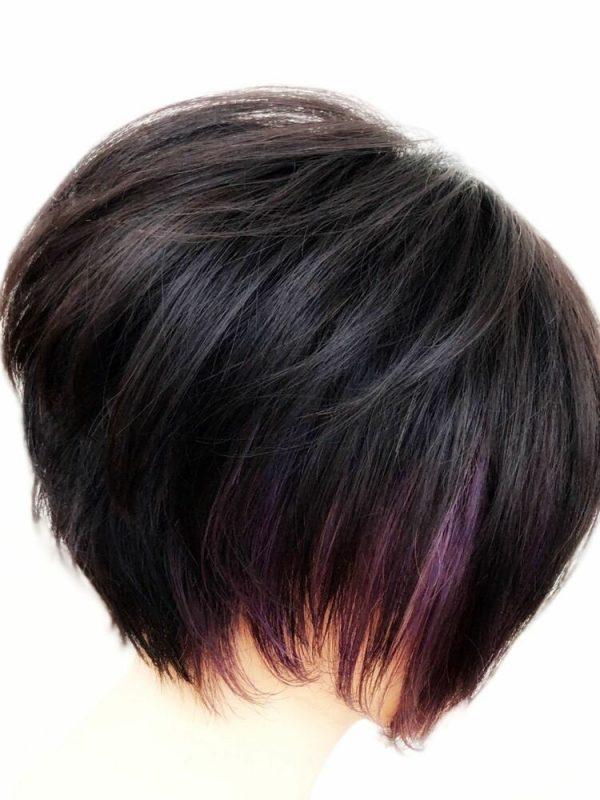 グラデーションボブから見える紫のインナーカラー
