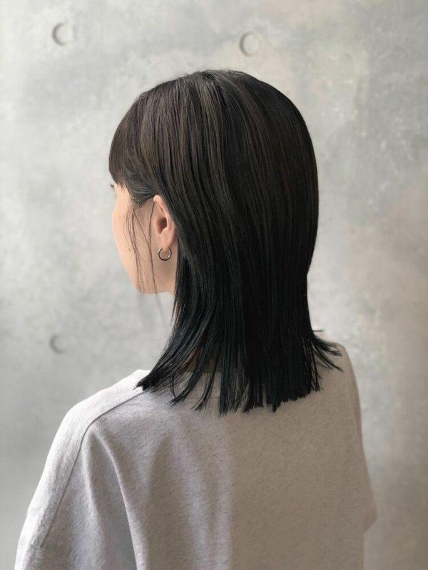 シンプルできれめなストレートミディアムの髪型