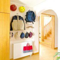狭い玄関でもできる帽子の収納方法。おしゃれなインテリアにもなる見せ方とは?
