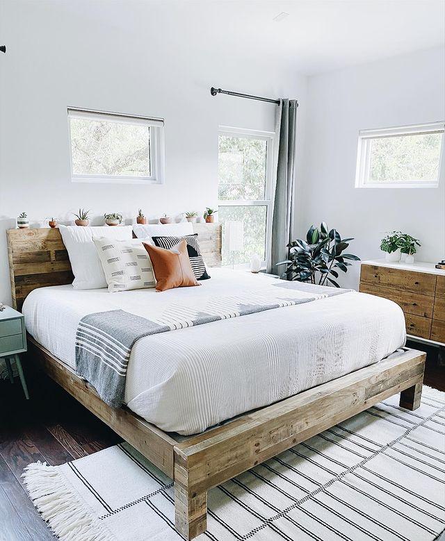 小さなグリーンが可愛らしいベッドルーム