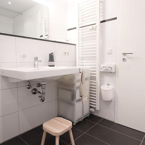 洗面所の壁を活用した収納実例