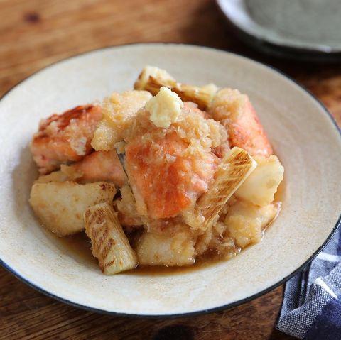 簡単なレシピに!鮭と長芋の生姜おろし和え