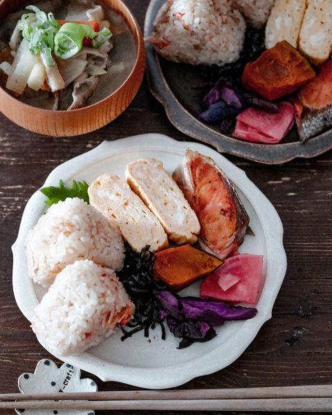 簡単レシピ!エビご飯おにぎりプレート