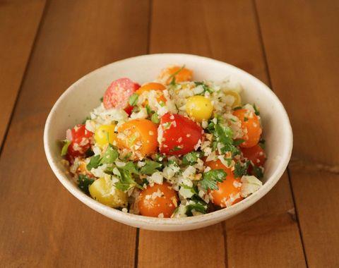 栄養満点!カリフラワーライスのサラダ