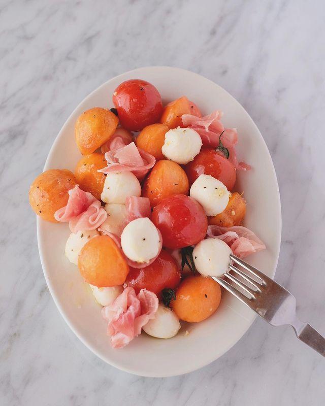 柿とモッツァレラのおすすめサラダ