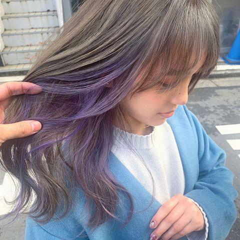 真珠のようにきらめく紫のインナーカラー