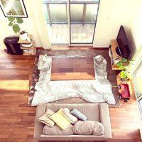 ミディアムブラウンの床に合うインテリア。統一感のある、相性の良い色の家具って?